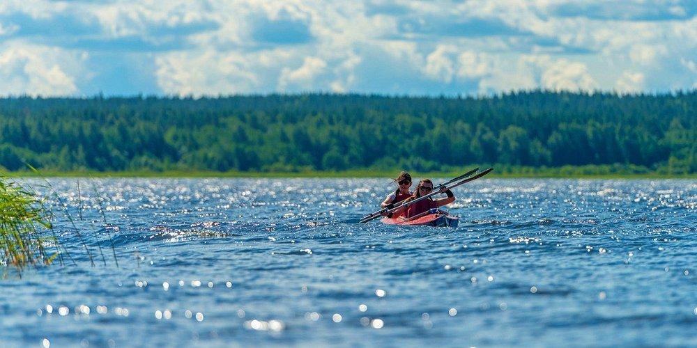 Летний сезон - пора байдарок! Мы организуем прогулки на байдарках по Вуоксе (Ленинградская область) для любителей с проживанием в палаточном лагере.