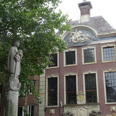 Grote Markt 19 Breda; Vleeshal uit het jaar 1617; in 1861 werd dit de Boterhal van Breda