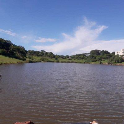 Vista do piscinão a partir da ponte.