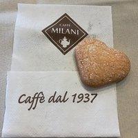 Oggi in anticipo di un giorno mi è stato offerto il biscottino di S.Valentino: una pasta frolla piacevole a forma di cuore! Molto gentili!!