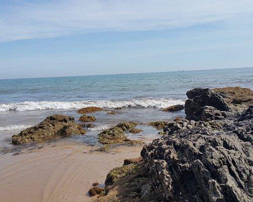 Parte com rochedos...que deixam a paisagem mais linda ainda.