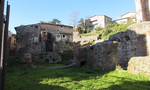 resti del Teatro Romano