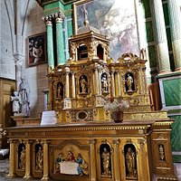 Une église accueillante au milieu du village de Triguères L'église.  Saint-Martin fut classée en 1925. Construite au 11ème, 12ème et 16ème siècles, elle abrite quelques très jolies choses. Une vierge en bois du 15ème siècle (classée par les Beaux-Arts), un autel et un tabernacle (classés par les M.H.) entre-autres.