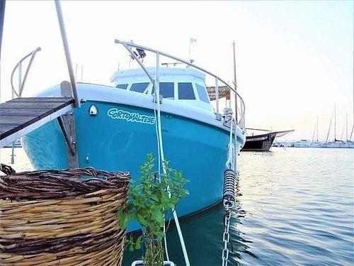 Le gite sulla barca Corto Maltese sono un esperienza indimenticabile per gli occhi e per il palato