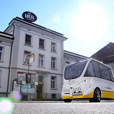 Die Linie 12 bringt Sie zu Smilestones und näher zum Rheinfall.