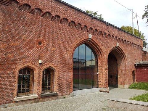 Фасад здания Ворот где расположен Калининградский планетарий