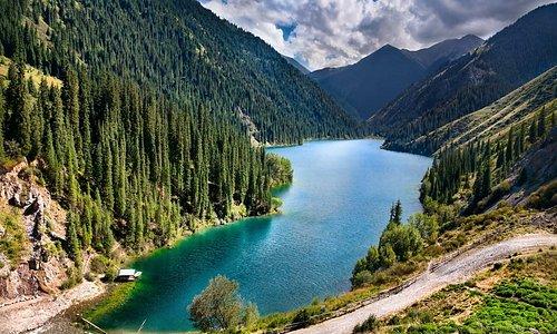Кольсайские озёра (Кульсайские) — система из трёх озёр в северном Тянь-Шане, в ущелье Кольсай, в перемычке, соединяющей хребты Кунгей-Алатау и Заилийский Алатау. Озёра расположены на территории Райымбекского района Алматинской области Казахстана и находятся в 10 км к северу от границы с Киргизией, в 330 км юго-восточнее Алма-Аты на высоте порядка 1000 м, 2500 м, 2700 м над уровнем моря.  Озёра называют «жемчужиной Северного Тянь-Шаня». Окружены озёра хвойным лесом из Тянь-Шаньской ели.