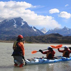 Briefing de kayak y seguridad previo a la actividad.