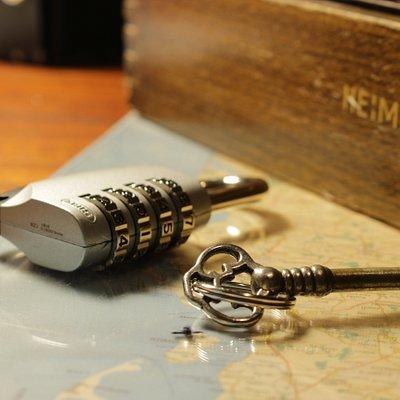Koder, låse, kryptiske beskeder og ledetråde