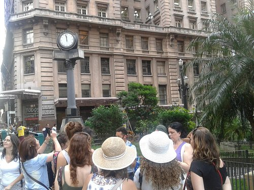 Martinelli Building - walking tour in historical town