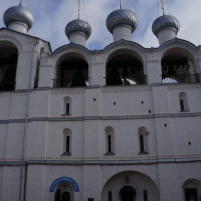 Звонница Успенского собора в Ростовском кремле.