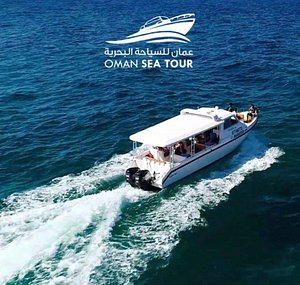 Oman Sea Tour guarantees you the best memories of sea activities in Oman. We have services of all kinds of sea tour, coastal lines trip, sunrise/sunset trip, snorkeling, diving, and dolphin watching. Enjoy your trips with loved ones at Oman Sea Tour!