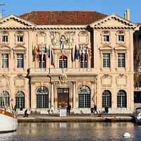 L' Hotel de Ville. Вид из акватории Старого порта
