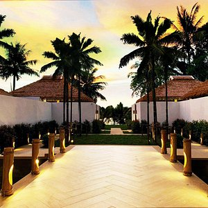Welcome to Oasis Tropical Retreat Spa.