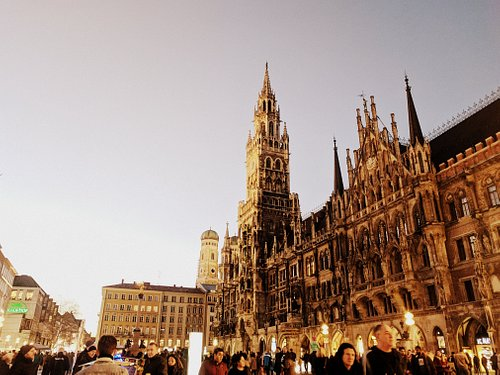 The Neues Rathaus building at the centre of Munich, the area around is quite a happening place.