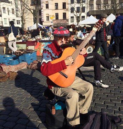 Een muzikant op de Marollen