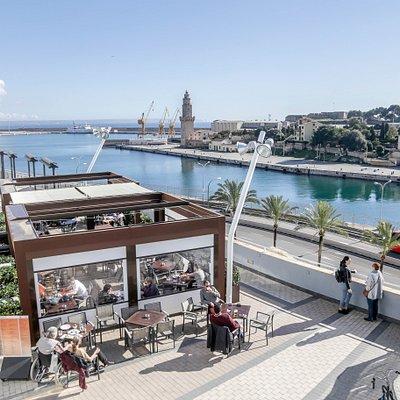 Privilegiada situación frente al puerto, en el paseo marítimo de Palma.