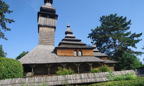 Cerkiew Michała Archanioła z 22 metrową wieżą pochodzi z 1777 roku .
