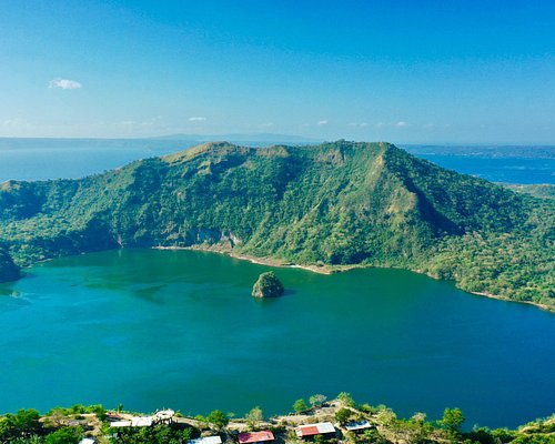 Beautiful taal lake. Hiked for 1.5 hours to see this amazing view. Our guide is very knowledgable and helpful! Bring water, sun block and hiking shoes.