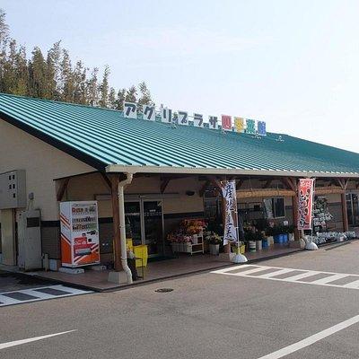 郷ノ浦町にある。ガソリンスタンドの裏で、細い道を入っていく。