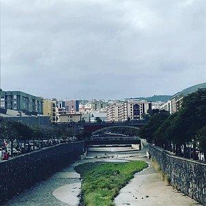 Belle découverte côté port Santa Cruz où vous avez le castillo San Cristobal, jusqu'à la Laguna