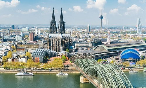 Köln - Sightseeing Flight in a Private Plane with Wingly (1 hour)
