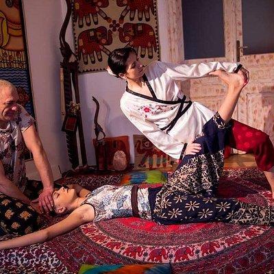 Thai massage 4-hands