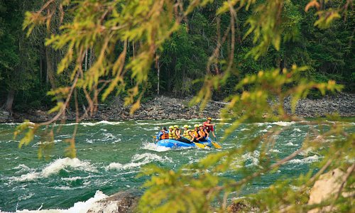 Rafting in the Beautiful Wells Gray Provincial Park