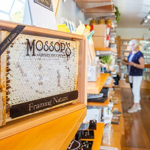 Our bespoke framed honey comb is a little piece of New Zealand that you can take home with you.