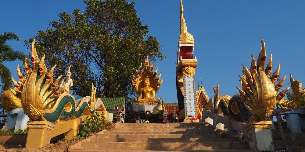 วัดไทย เมืองบ้องไฟพญานาค ลานเบิกฟ้า ชมธรรมชาติริมฝั่งโขง