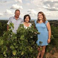 Lucie, Sylvie et Henri, une famille de vigneron depuis 6 générations