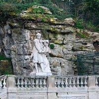 Statue De Pierre Puget. Памятник гениальному мастеру