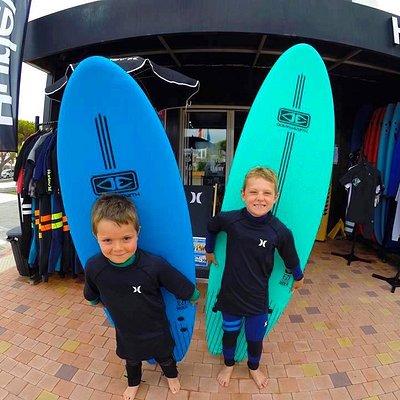 Ecole de surf Océan Expérience à Lacanau : des cours tous les jours du lundi au dimanche, de mars à novembre sans interruption.