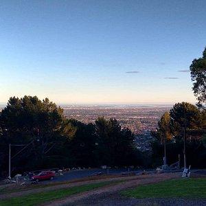 Vista da cidade de Adelaide em Skye Lookout