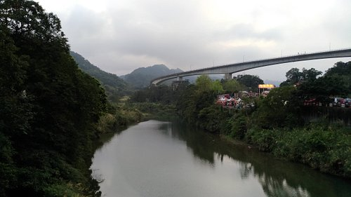 the location of this nice scene about a 15-minute walk from the old street; not sure if it is the Keelung river