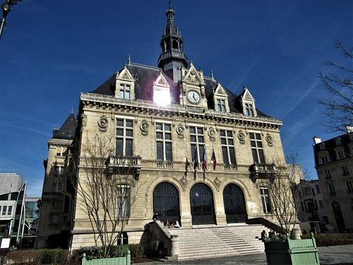 La Mairie côté du Cours Marigny