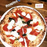 pizza al filetto di pomodoro san Marzano e fiordilatte campano