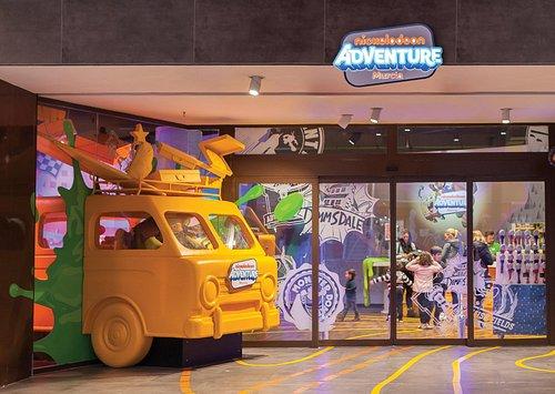 Acceso a Nickelodeon Adventure Murcia, en el centro comercial Thader