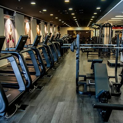 Our fitness center has the most modern Artis line of TechnoGym equipment, with the latest cardio units, among which one may find SkillMill treadmills, being the latest TechnoGym product that offers a new approach to cardio exercising.