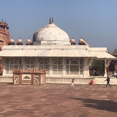 Side view of Dargah