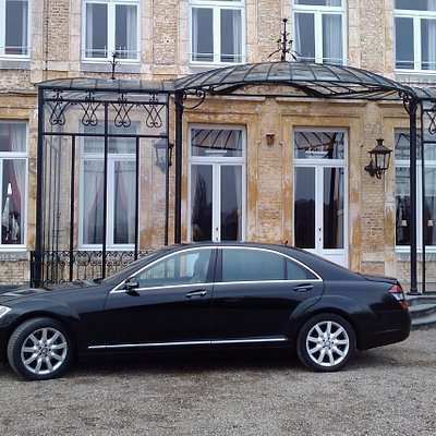 Mercedes S class sedan limousine with english speaking driver. Service: Airport or Cruise Terminal transfers or take a private tour in Amsterdam and Holland.
