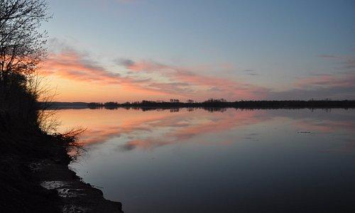 Весенний спокойный вечер на Каме