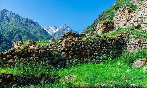 Добирается группа для участия в клубном автомобильном путешествии на Кавказ.