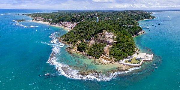 Imagem aérea da chegada a ilha - transfer de avião entre Salvador e Morro de São Paulo - Rota Tropical.