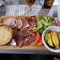 Camembert rôti et charcuterie !