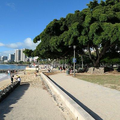 Sidewalk leading from Waikiki to San Souci Beach