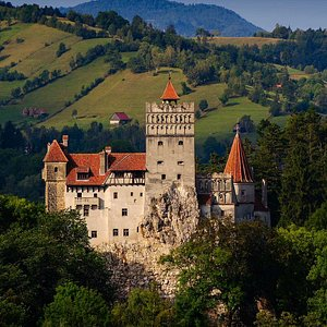 rentcarwithdriver.ro Tour Peles Castle Romania, Private Tour Peles Castle Bran Castle Transylvaia, private tours romania, private transfer bucharest romania
