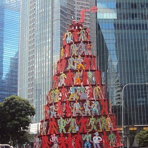 Singapore Momentum Sculpture closer look