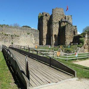Le donjon du XIème siècle se visite sur 5 niveaux