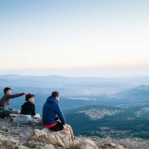 En Itinerantur hacemos SENDERISMO INTERPRETATIVO y potenciamos el DESARROLLO TURÍSTICO SOSTENIBLE. ¿Qué significa esto? Es muy sencillo: recorremos las sendas y caminos de nuestras tierras mientras interpretamos el patrimonio natural y cultural, que en el Mediterráneo consideramos inseparables. Somos TRADUCTORES DE PAISAJES.